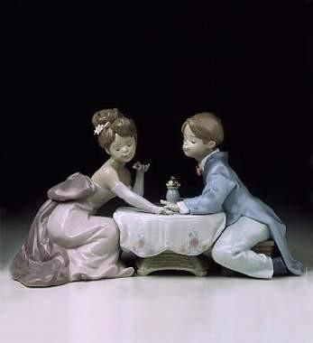 LladroA Little RomancePorcelain Figurine