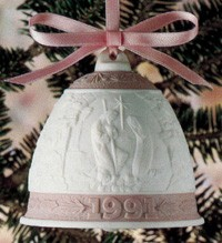 Lladro Christmas Bell 1991 Porcelain Figurine