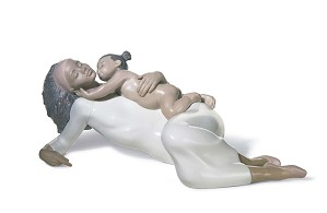 Lladro Black Legacy - KISSES FOR MOMMY