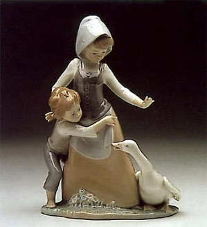 Lladro-Avoiding the Goose