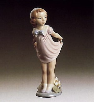 Lladro-Girl Bowing