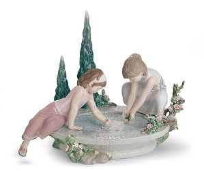 Lladro-PETALS IN THE POND