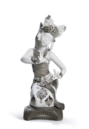 Lladro-Bali Dancer Kneeling (Re-Deco)