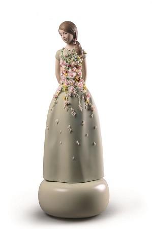 Lladro-Haute Allure Sweet Elegance Woman