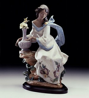 Lladro-GARDEN BREEZE