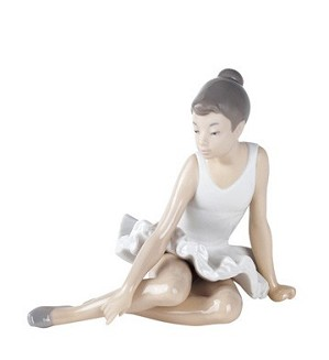 Nao Porcelain-SEATED BALLET