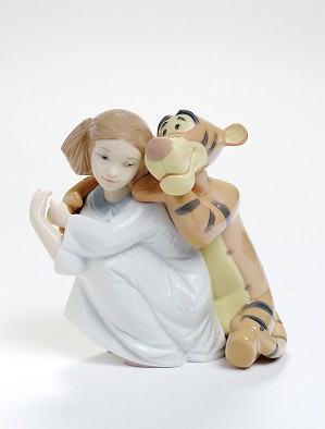Nao Porcelain-HUGS WITH TIGGER FROM WINNE THE POOH