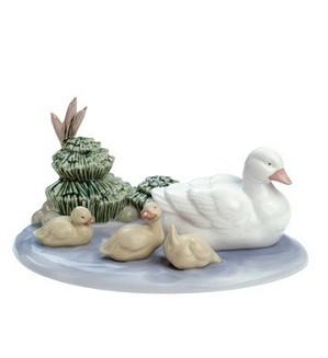 Nao Porcelain-POND FAMILY