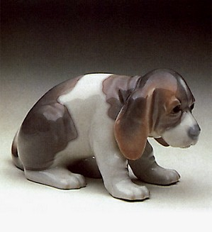 Lladro-Beagle Puppy Sitting 1969-90