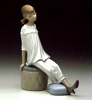Lladro-Girl with Mothers Shoe 1969-85