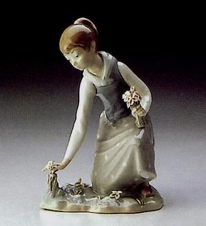 Lladro-Girl Gathering Flowers 1971-93
