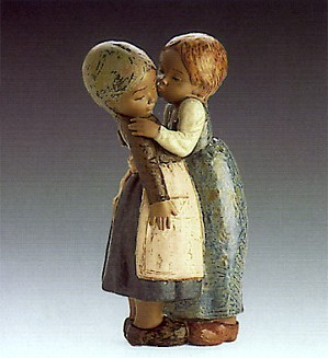 Lladro-The Little Kiss 1978-85
