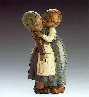 Lladro-The Little Kiss 1978-85