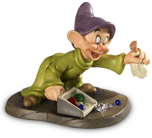 WDCC Disney Classics-Snow White Dopey We Pick Up Everything In Sight