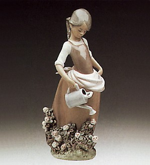 Lladro-Girl With Watering Can 1977-88