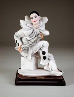 Giuseppe Armani-Pierrot's Serenade   Ret 05