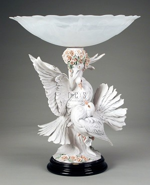 Giuseppe Armani-The Doves With Flowers Centerpiece