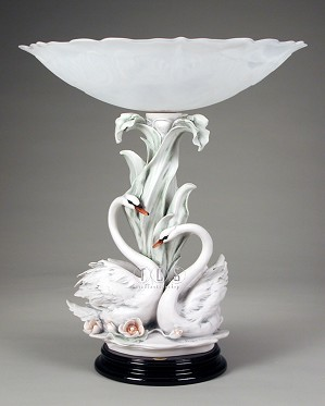 Giuseppe Armani-The Swans With Flowers Centerpiece
