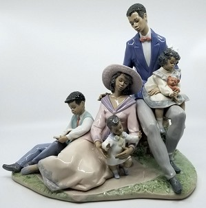 Lladro Black Legacy-Family Of Love (small chip)