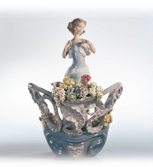 Retired Lladro-Love's First Light (1500)