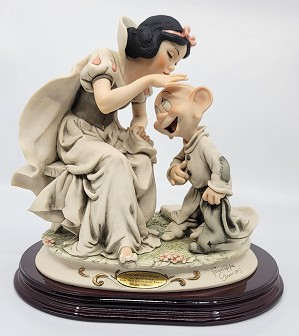 Giuseppe Armani-Snow White Kissing  Dopey