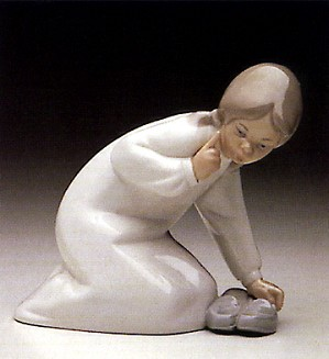 Lladro-Little Girl With Slippers 1969-93