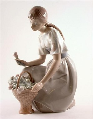 Lladro-Girl with Tulips 1970-78