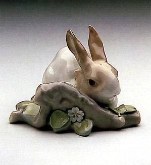 Lladro-Rabbit Eating Brown 1971-98