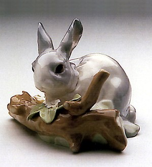 Lladro-Rabbit Eating Grey 1971-98