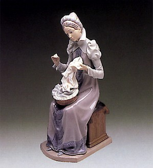 Lladro-Medieval Lady Embroiderer 1982-89