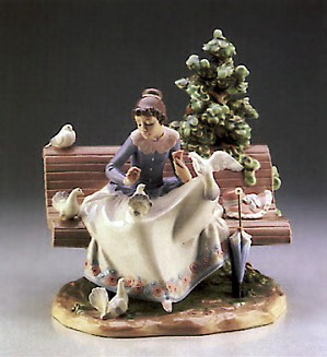 Lladro-Feeding The Pigeons  1987-89