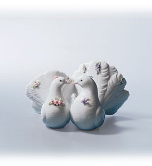 Retired Lladro-Kissing Doves W Flwrs
