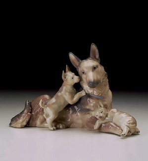 Lladro-German Shepherd Dog With Puppies 1997-2000