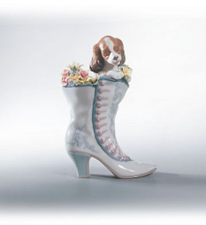 Lladro-A Well Heeled Puppy 2001-2002