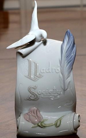 Lladro-Art Brings Us Together 1999-99 1999 Membership Gift
