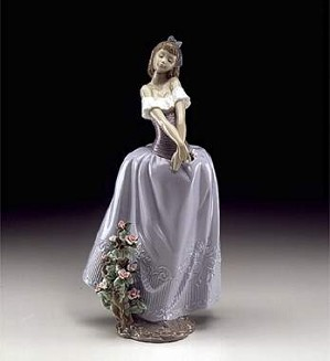 Lladro-Lady In Love
