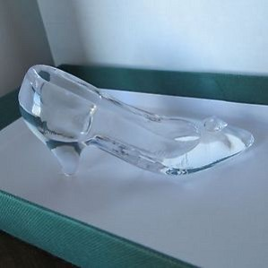 WDCC Disney Classics-CINDERELLA GLASS SLIPPER 1996 DREAMS COME TRUE